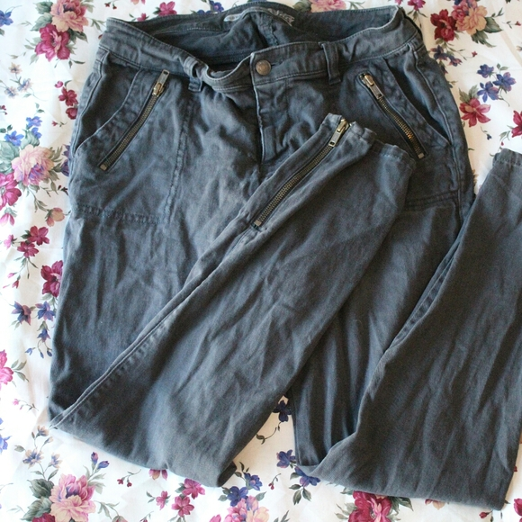 Old Navy skinny jeans with zipper accents